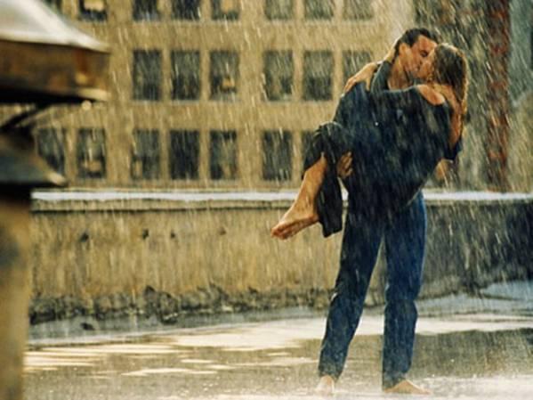 Картинки парень и девушка целуются ночью